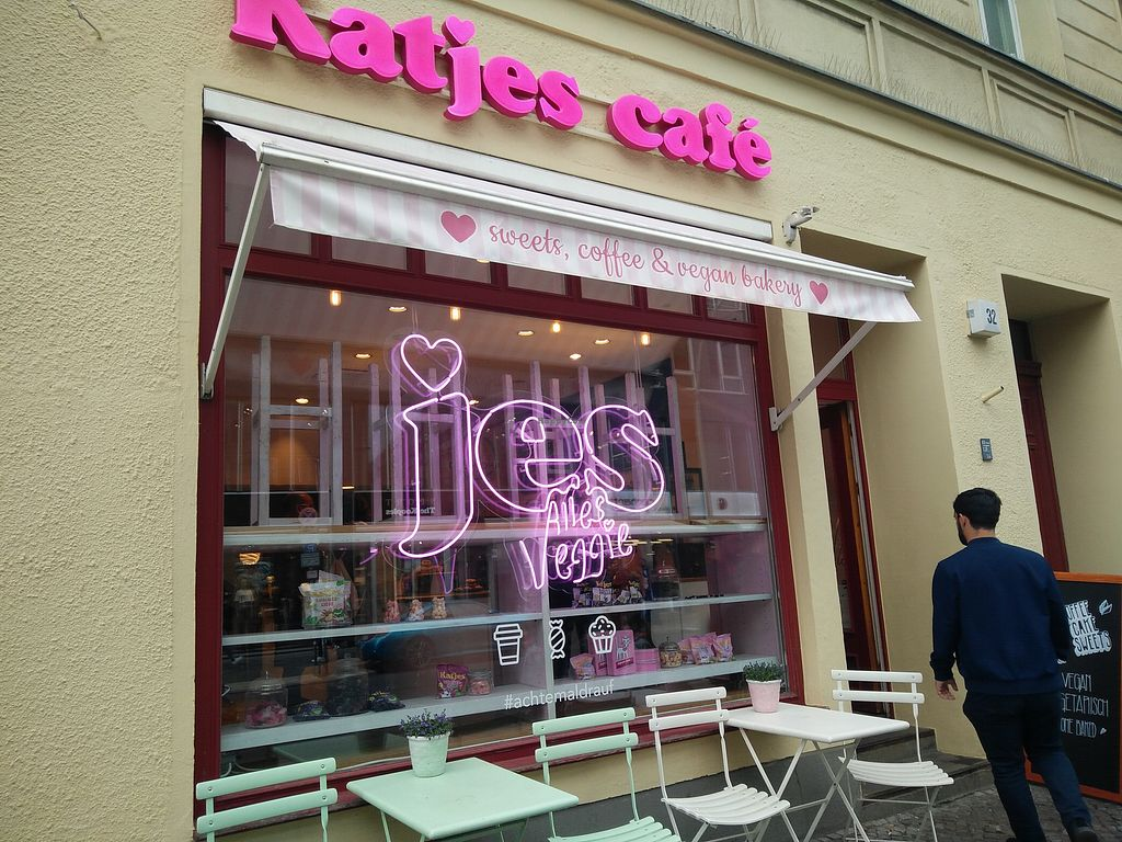 Katjes Cafe Grün-Ohr - Berlin Bakery - HappyCow