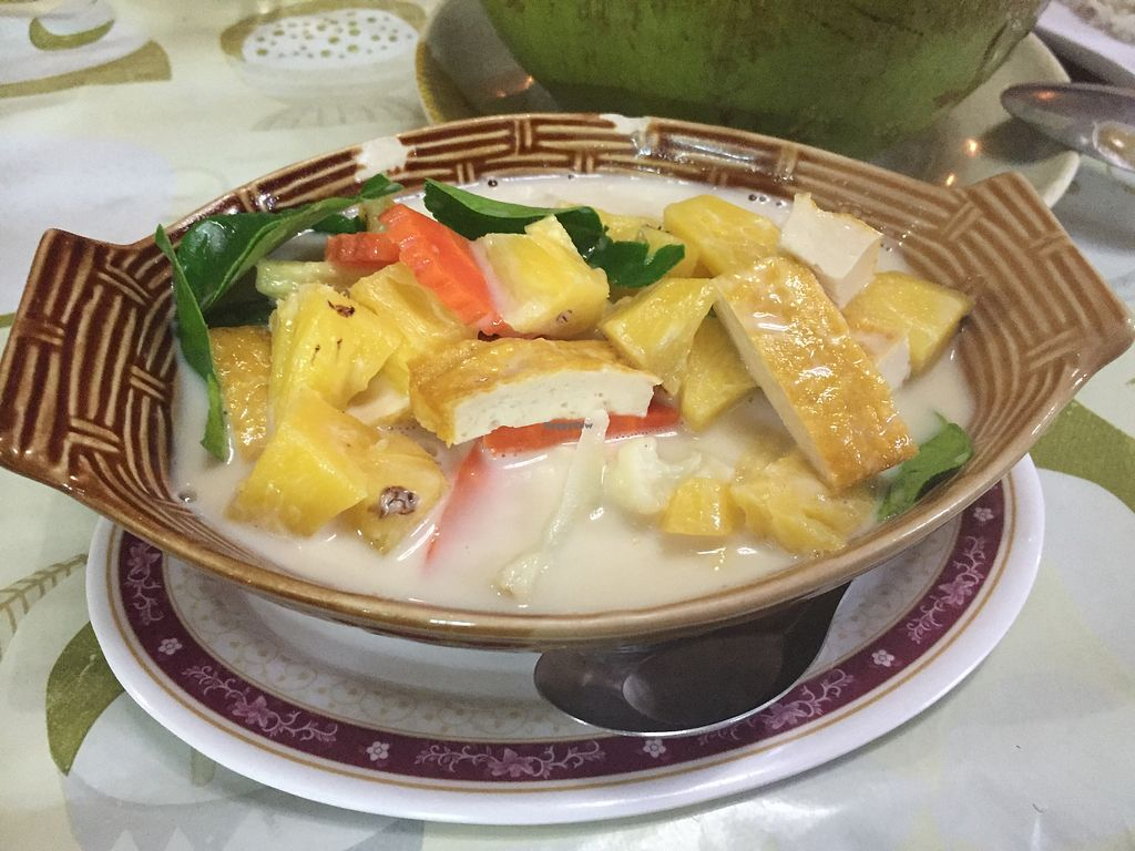 Pineapple curry at jungle kitchen in ao nang