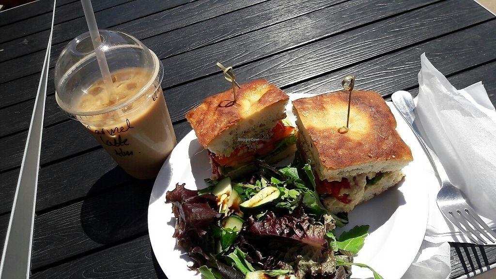 Honey Cup Coffee And Kitchen Oxnard California Restaurant