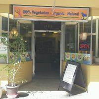 Façade du restaurant at Loving Hut - Fort Street Mall in Honolulu